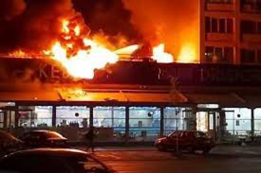 Incendiu puternic la o  shaormerie din Bucuresti  - A ars Dristor Kebap din Tineretului