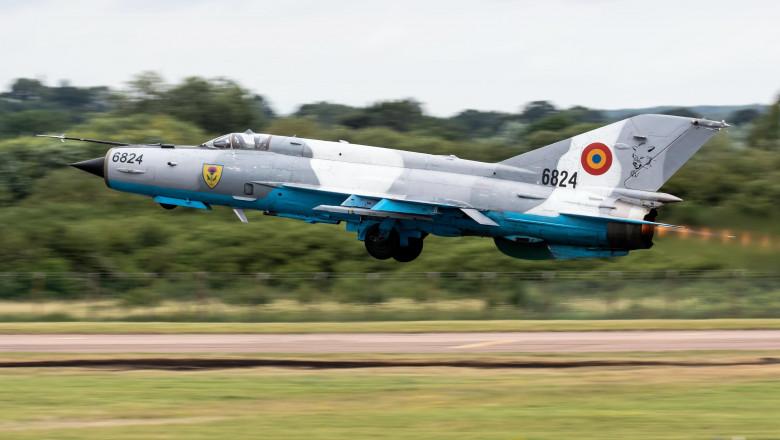 Un avion MiG 21 LanceR s-a prăbușit în județul Mureș. Pilotul a scăpat cu viață după ce s-a catapultat