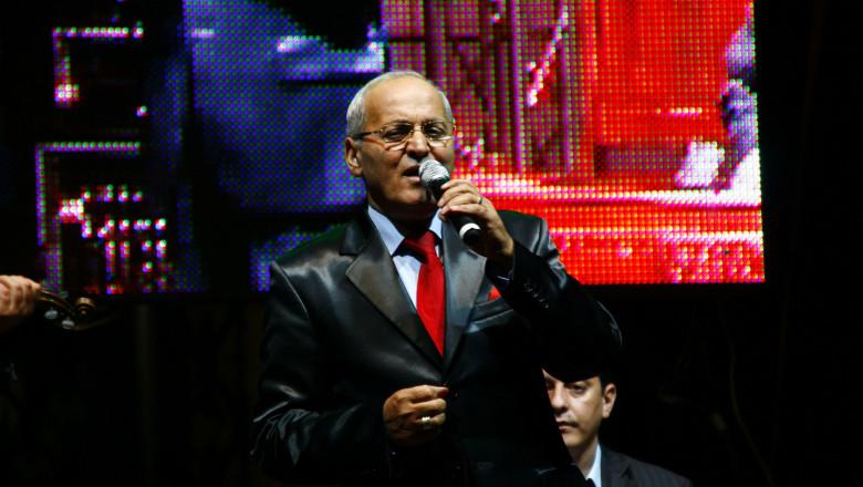 Cunoscutul cântăreț Nelu Ploieșteanu a murit din cauza Covid-19, a anunțat vineri dimineață pagina de Facebook a serviciului SMURD